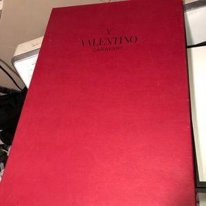 Large flat valentino gift box